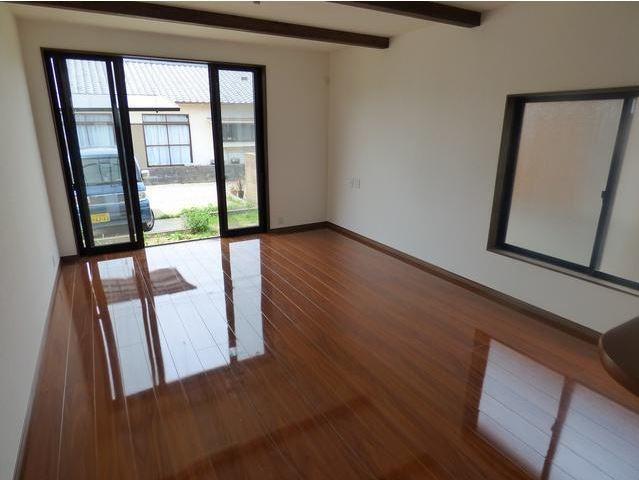 床がピカピカですね!まるで新築のようです。