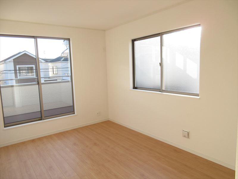 2階には4部屋洋室がございます。廊下を少なくしてお部屋の広さを充分にとった間取りとなっております◎