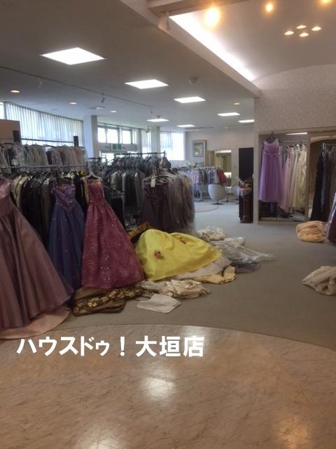 ステージや事務所も備わった店舗スペース。