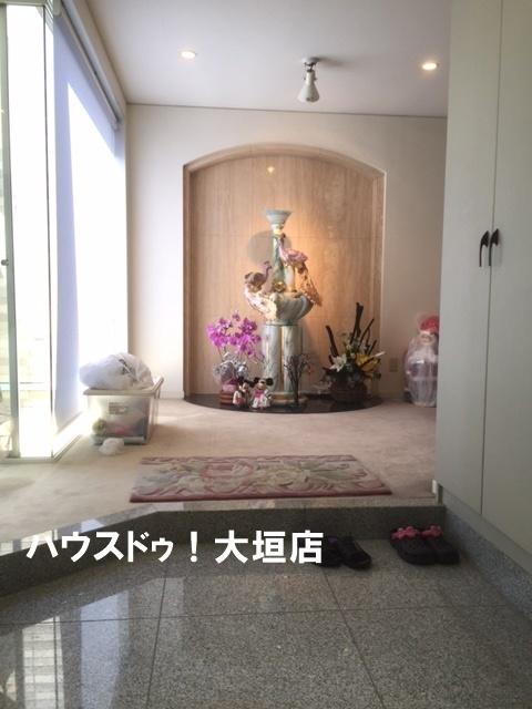 広々とした玄関。気持ちの良い光が差し込みます。