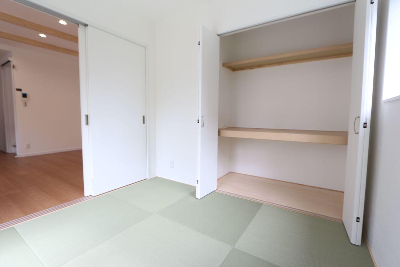 押入れのある和室は寝室や客間として 大変便利にご利用頂けます。 アイロンがけ等の家事にも便利ですね。