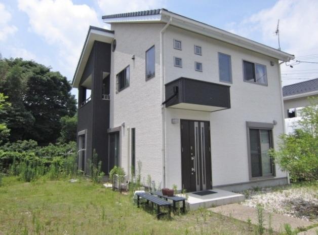 【外観写真】 地震に強いパナソニックテクノストラクチャー工法の家 シンプルなツートンカラー。