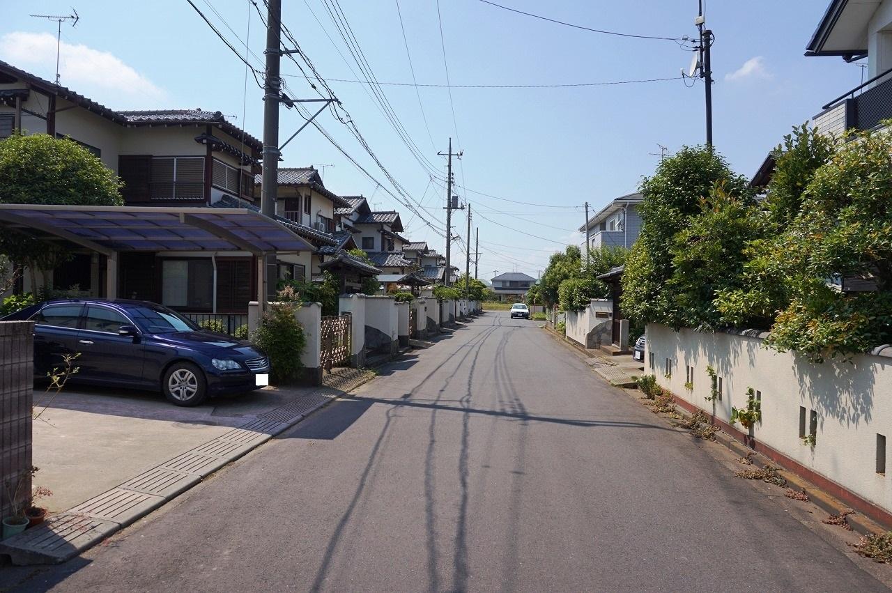 幅約6mの広い前面道路