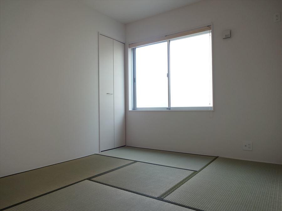 玄関から直接行くことのできる和室は、急なお客様があっても安心です。