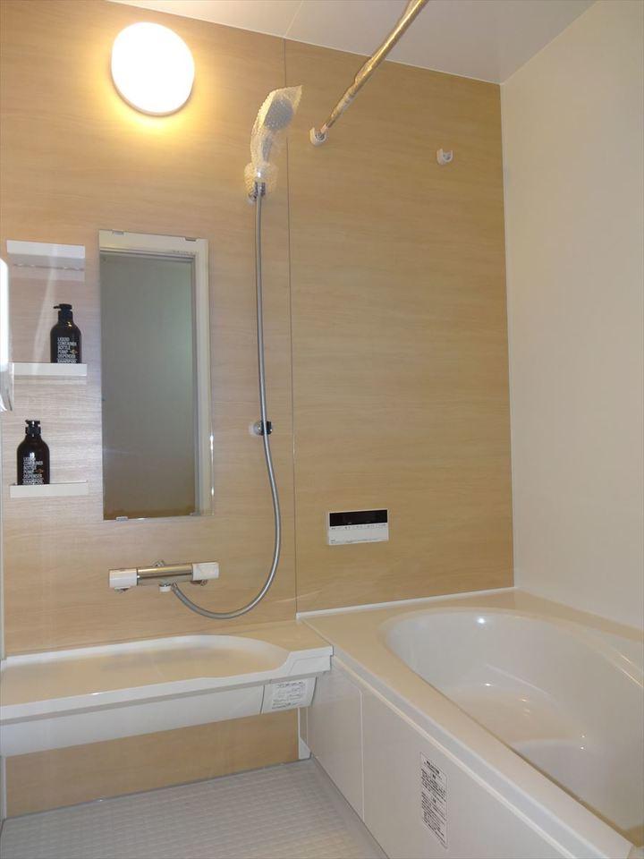明るく清潔感のある浴室は、お掃除もしやすい構造になっています。