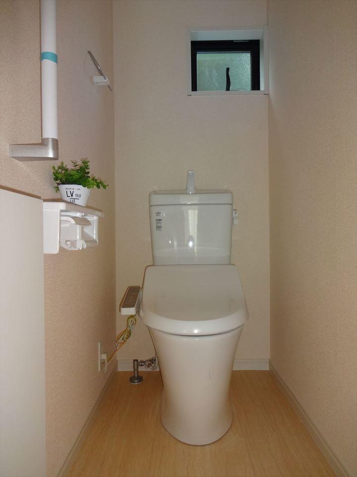 小窓のあるトイレは、換気にいいですね!