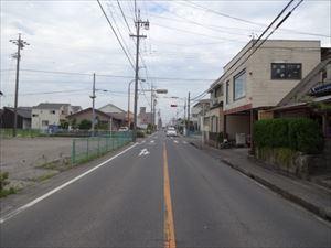 南側公道約8.2m、間口約3mです。