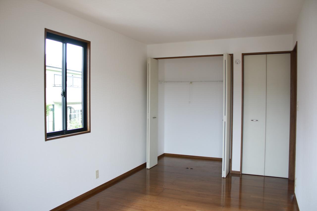 2階洋室約7.6帖、クローゼット2ヶ所あります