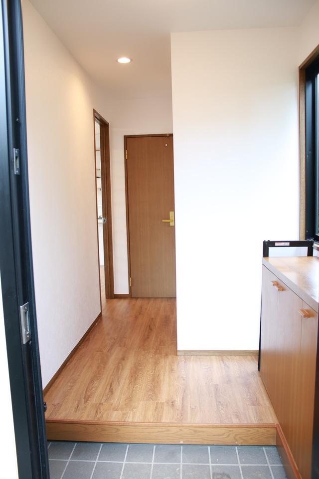 収納スペースがある玄関。