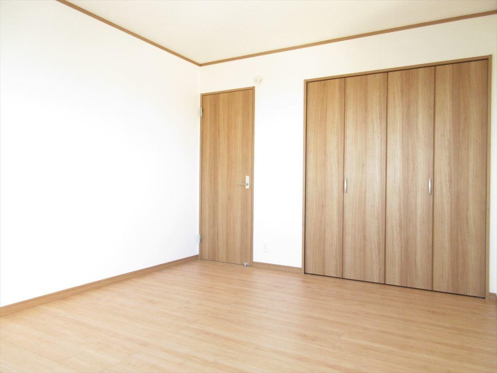 全室に収納スペースがございますのですっきりと生活することができます!