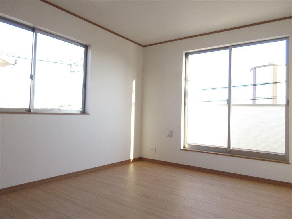 2階には洋室が4部屋ございますので寝室、子ども部屋、趣味部屋など様々な用途でお使いいただけます◎