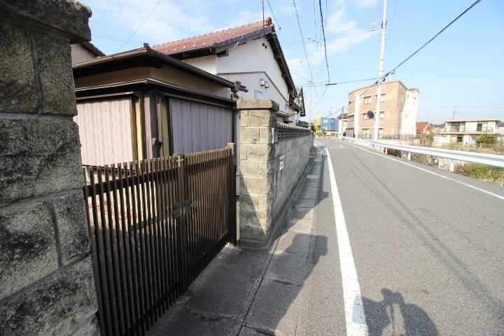 ●雁宿小学校まで徒歩9分(約720m) ●半田中学校まで徒歩15分(約1200m)
