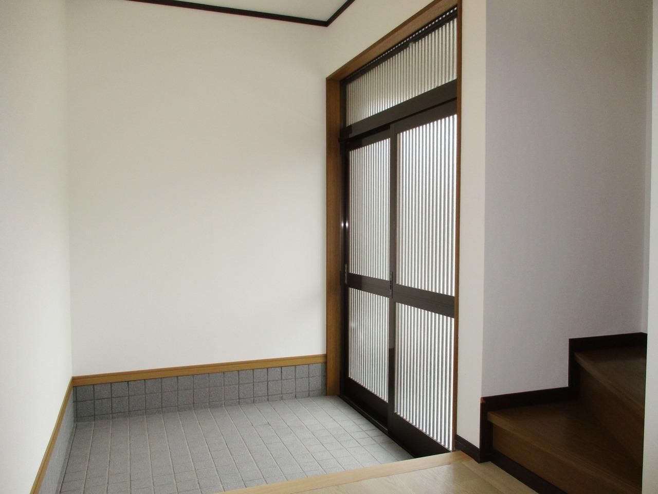 玄関は引き戸です。