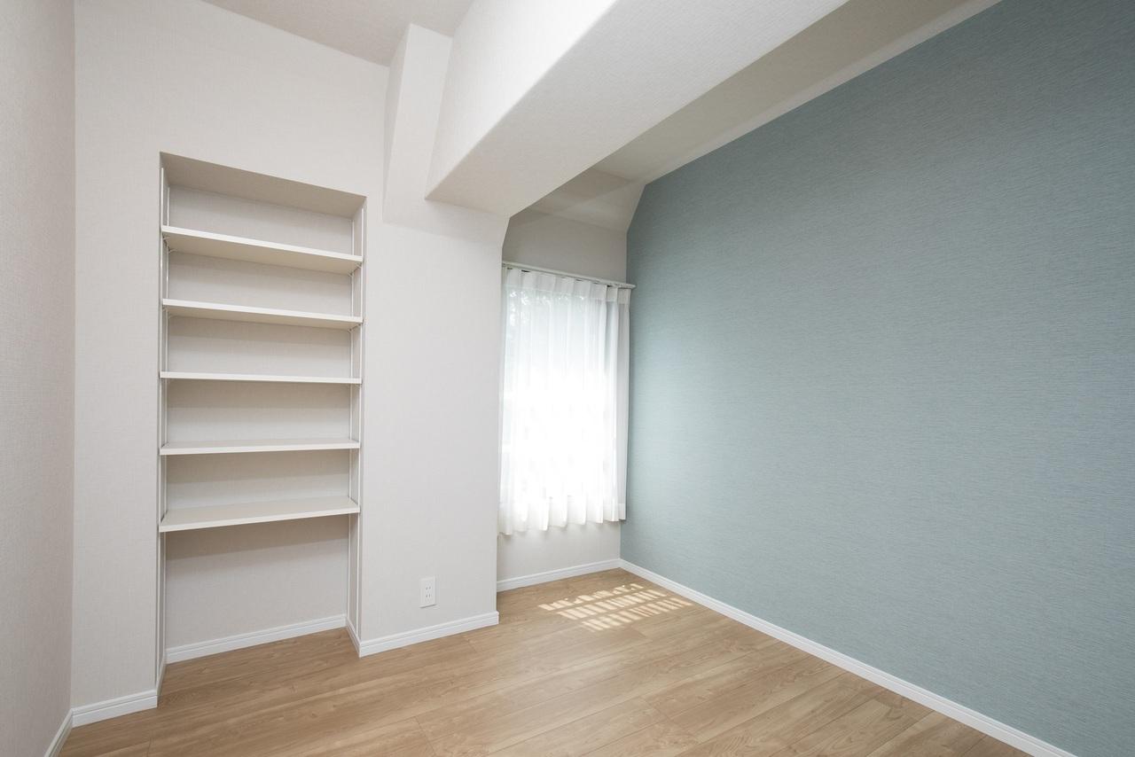 洋室(4.8帖) 収納棚あります。
