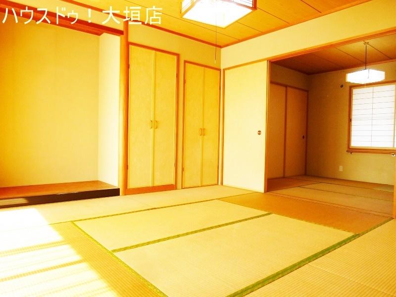 1階2階は電動シャッターで開閉スムーズ。