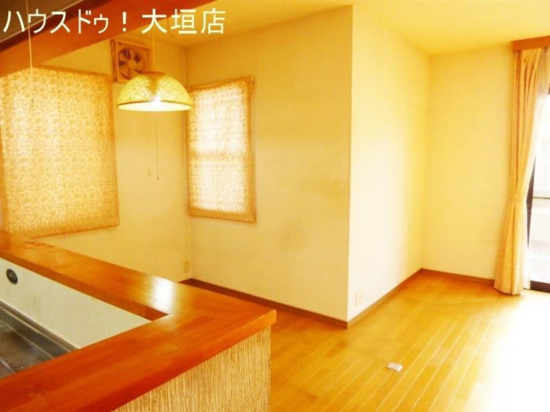 白で統一された浴室。気持ち良くお使い頂けます。