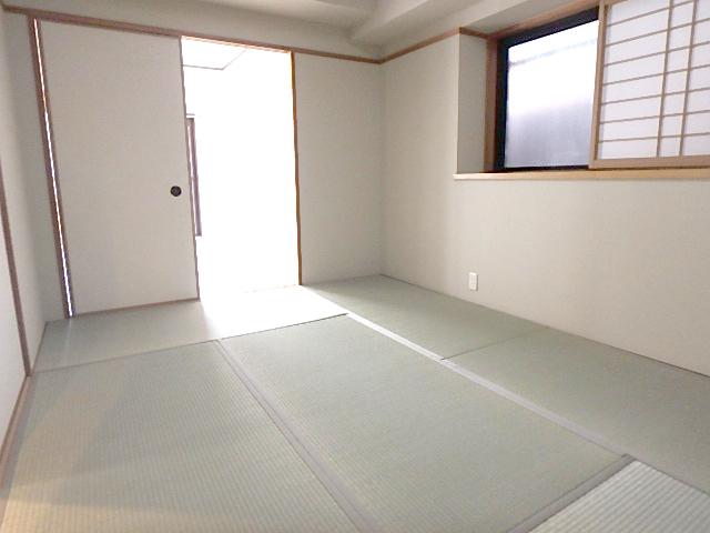 6帖の和室 隣の6.5帖洋室からも出入りできます。