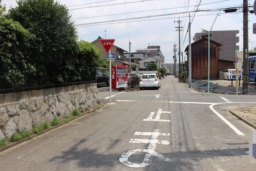 間口が約6.32mあり駐車2台可能です。