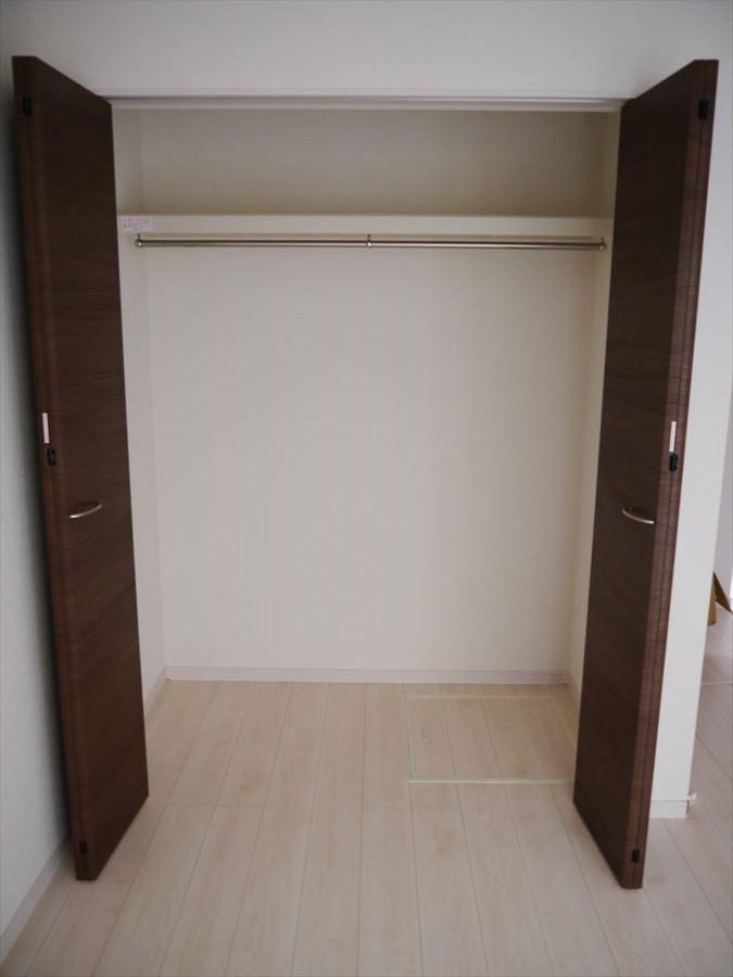 全居室に収納完備*6帖ない広さの居室も、広めの収納がついていますので、有効に活用すれば、とても落ち着ける自分だけの空間にすることができます♪