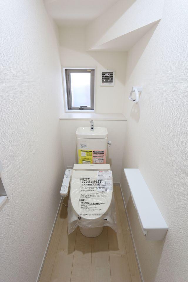 2か所のトイレは朝の混雑緩和に役立ちます。 1・2階共にウォシュレット完備です。