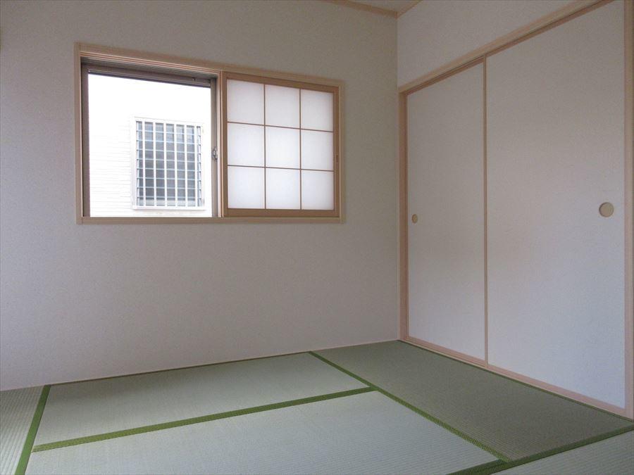 洋室から繋がる6帖の和室。ふすまがあるのも風情がありいいですね◎