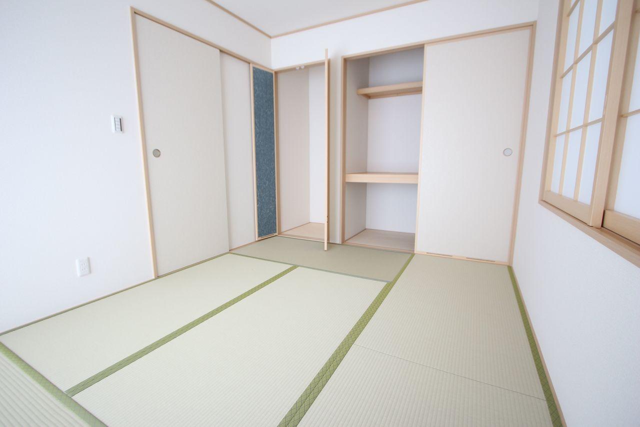 壁一面に押入れがあり、寝室や客間として 大変便利にご利用頂けます。