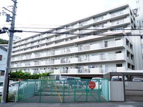 【外観写真】 平成9年築。総戸数175戸の大規模マンションです。
