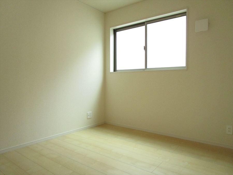 納戸と記載されていますが、クローゼット完備でお部屋としてお使いいただけます◎