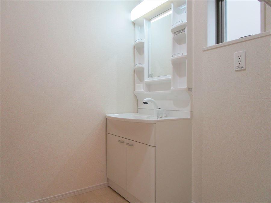 毎日使う洗面所には清潔感も収納もあります!
