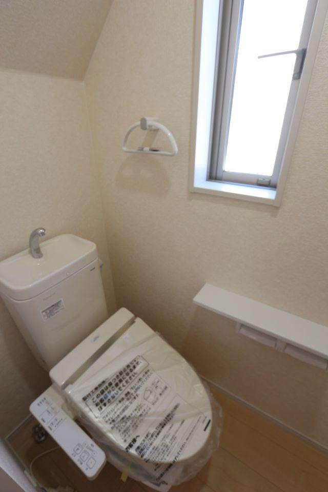 2か所のトイレは朝の混雑緩和に役立ちます。 1.・2階ともにウォシュレット完備です。