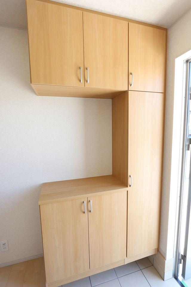 大容量のシューズボックスを設置しました。 散らかりがちな玄関の整理に役立ちます。