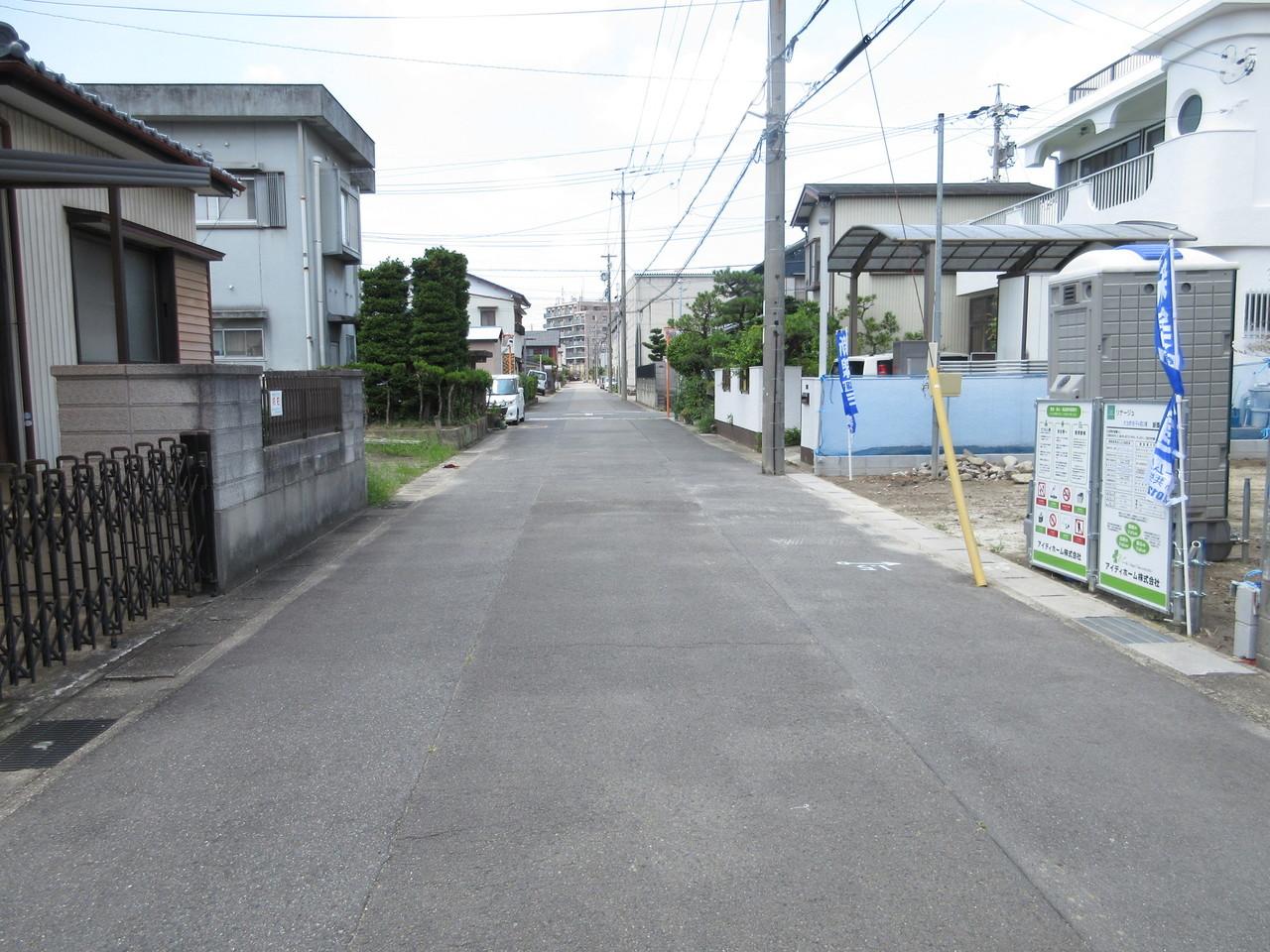 前面道路。駐車時も安心な綺麗な道路です◎