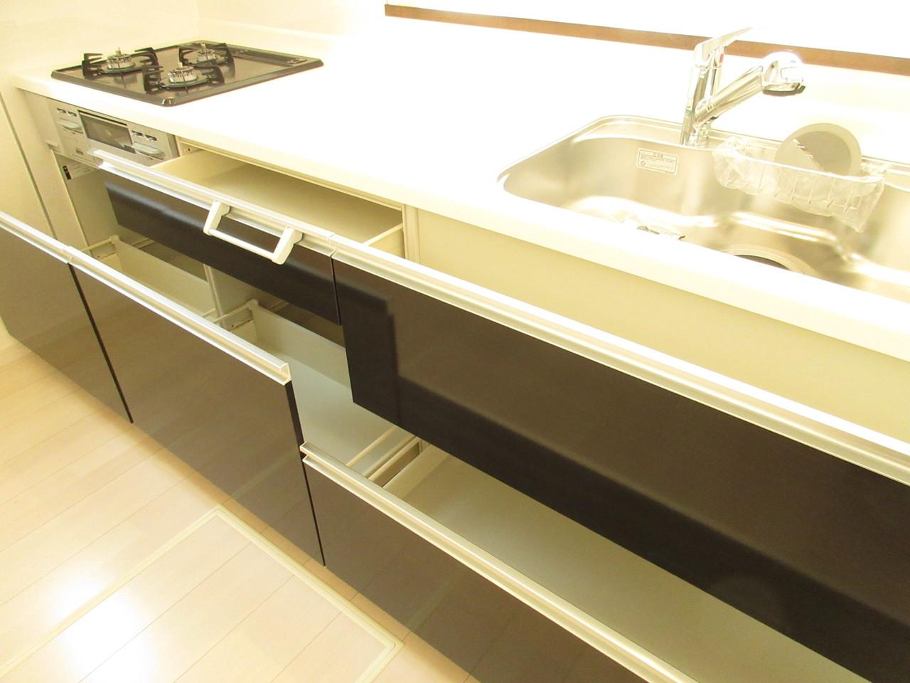 収納スペースも十分ございますのでお料理の作業スペースもしっかり確保!