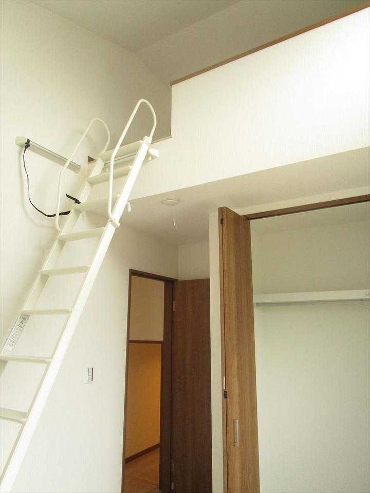 お部屋が広く見えるロフト付♪天井が高く、吹抜と同じような開放感にあふれた印象♪