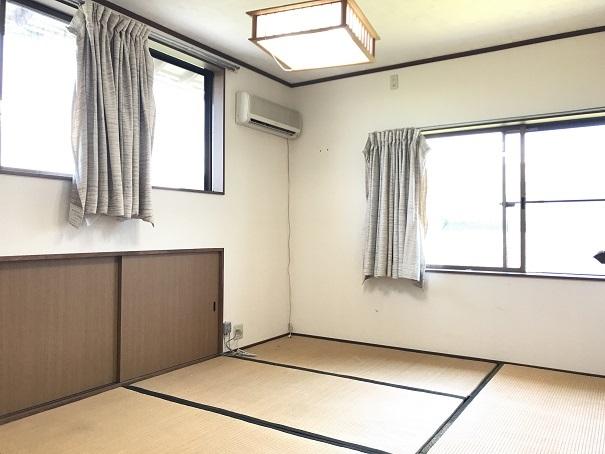 各居室、とても明るい雰囲気になっています。窓からはさわやかな風が入り、夏も快適に過ごせそうです♪