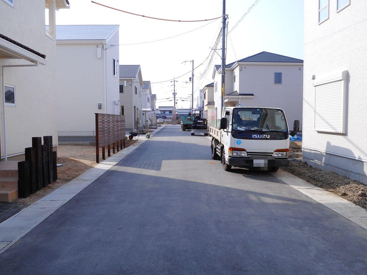 開発分譲地内にあり、車通りの少ない 静かな環境です。 (2018年1月初旬撮影)