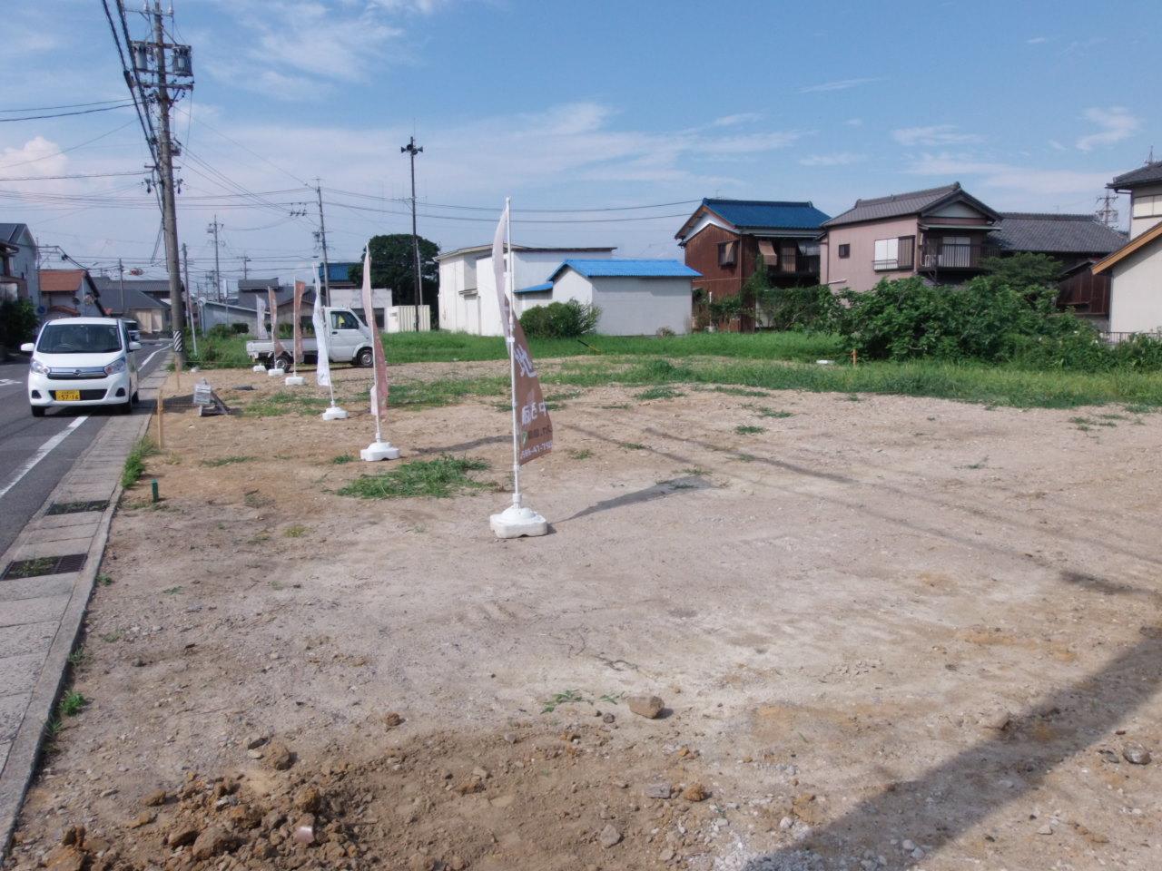 ファミリーマート武豊里中東店まで徒歩8分(約568m)