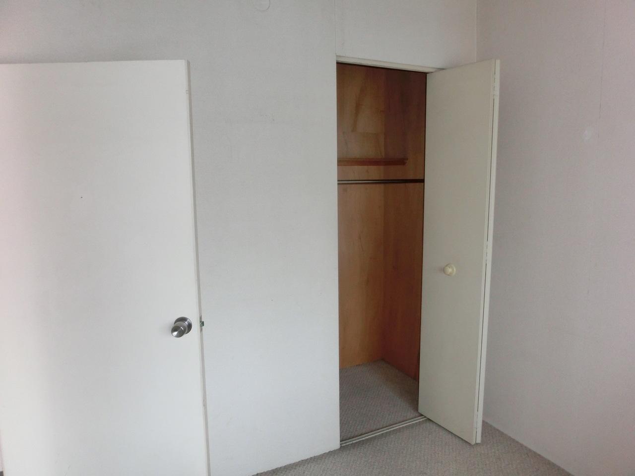 玄関横の洋室です。 収納付です♪