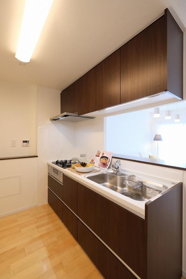 対面式のキッチンですので、リビングを見渡せますね(^^♪