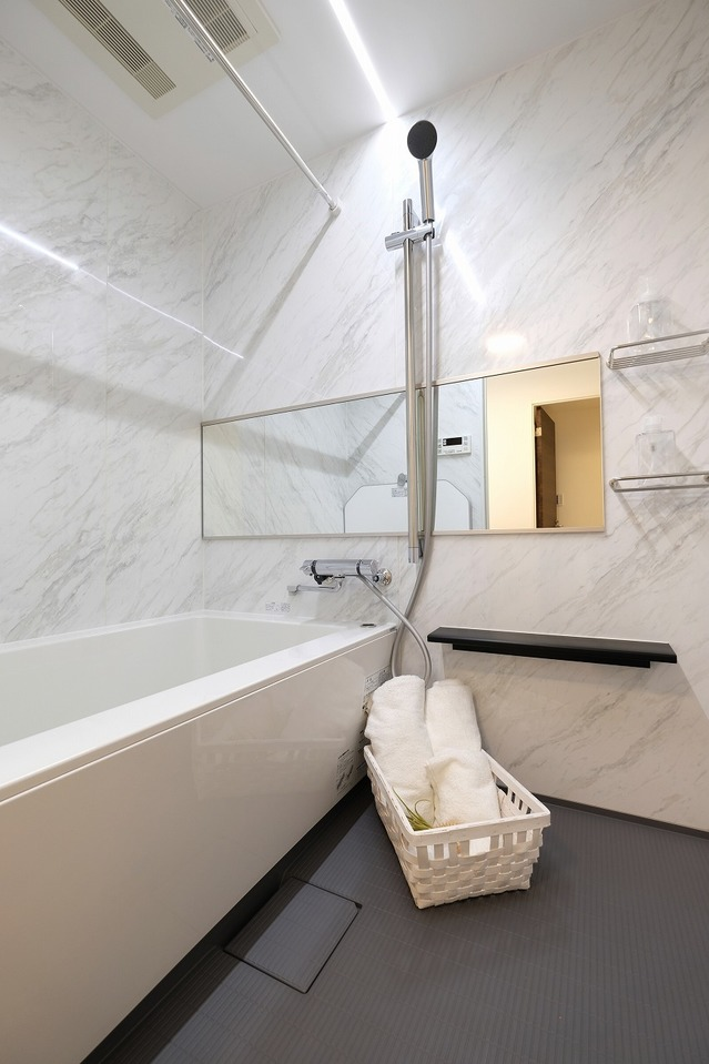浴室の鏡も大きいですね(^^