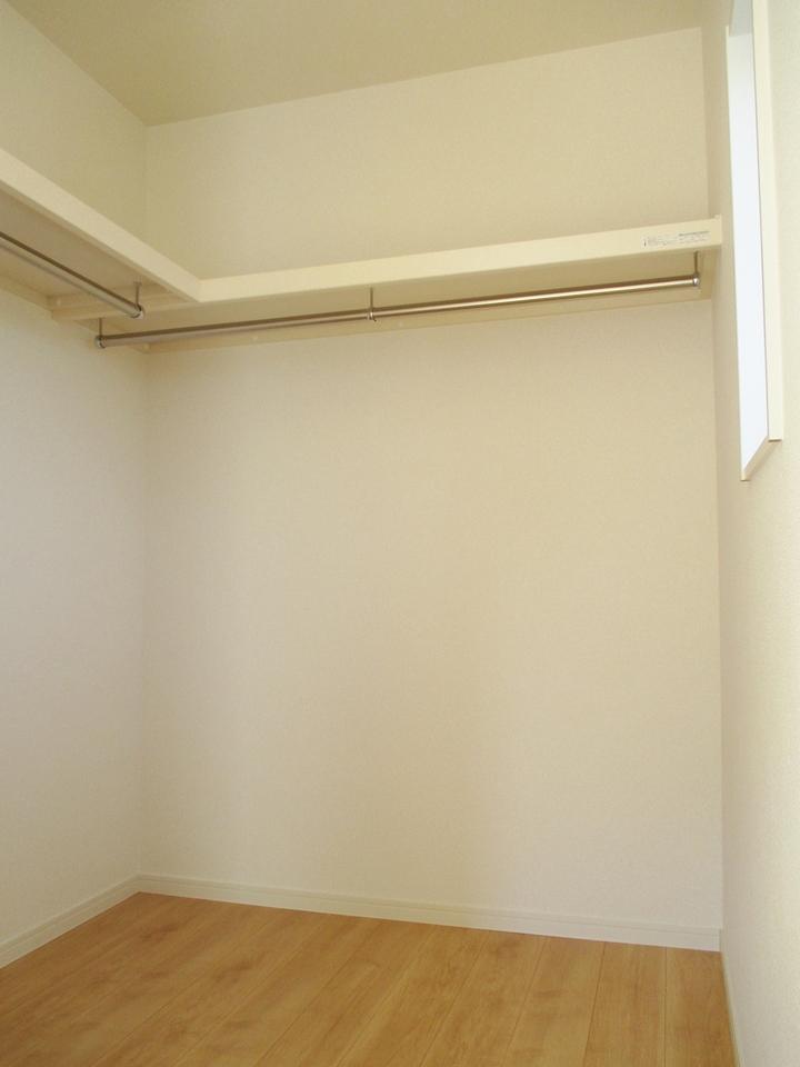 お部屋がすっきり片づくウォークインクローゼット
