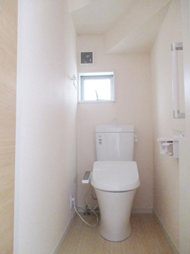 トイレは快適な温水洗浄便座です