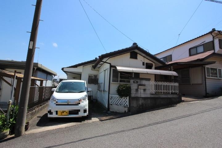 新田小学校が徒歩7分の立地です。6年間通う小学校が近いのは安心ですね。