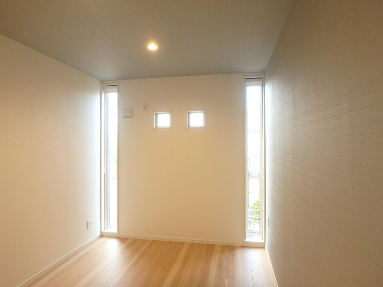 2階6畳洋室の窓の配置がなかなか見かけないオシャレな形になっています。