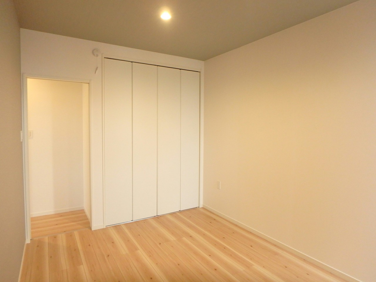 大きな収納スペースが付いているのですっきりと空間を使えます♪