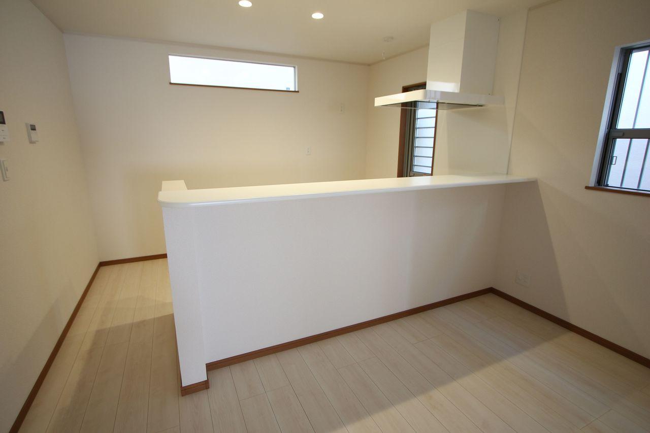 白を基調としたさわやかな印象のキッチンです。