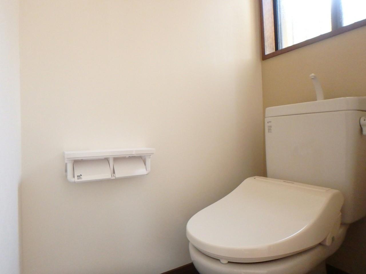 リフォームで、トイレも新品です。 新生活を気持ちよくスタートできそうです。