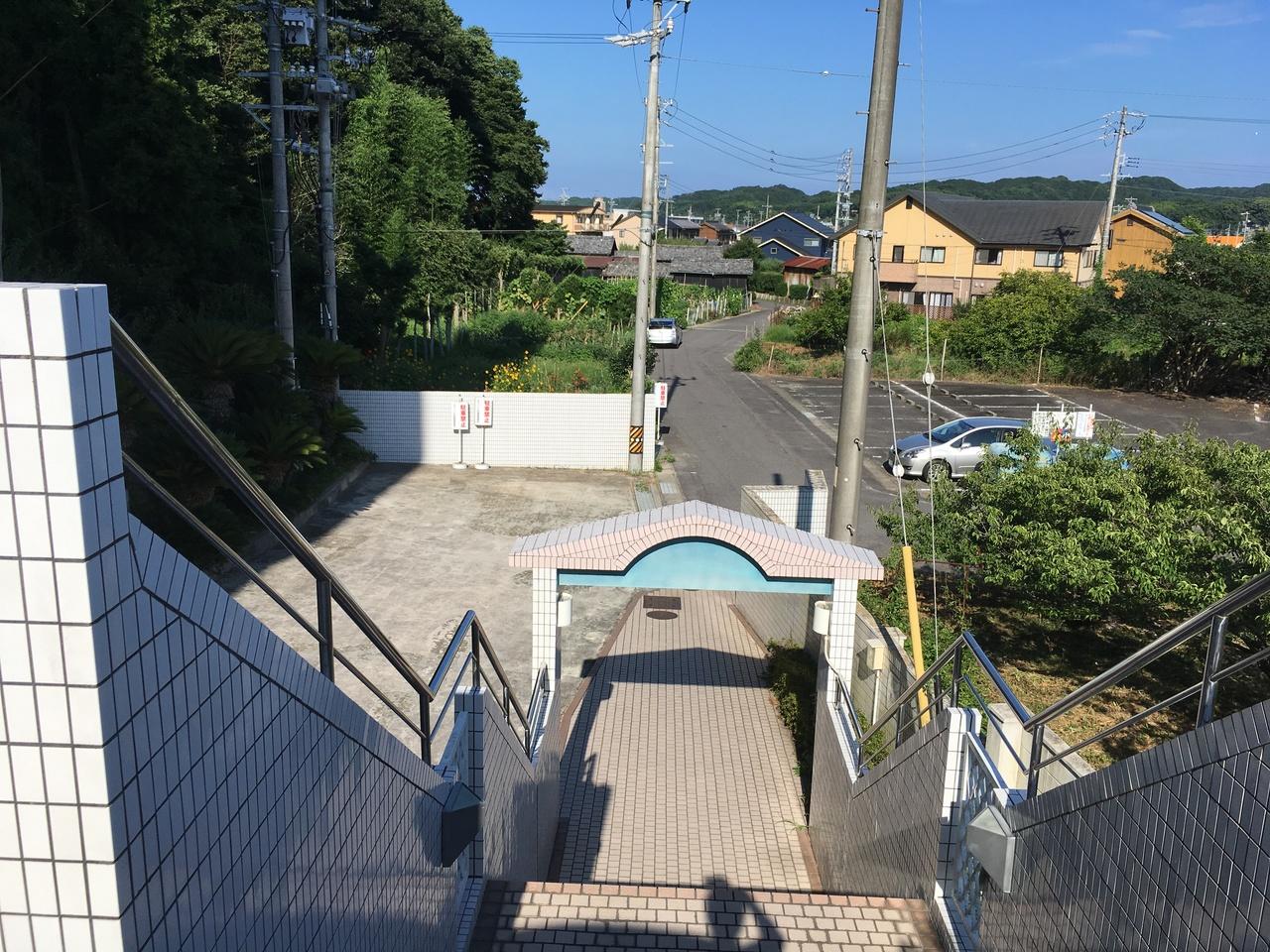 エントランスまでの階段です。