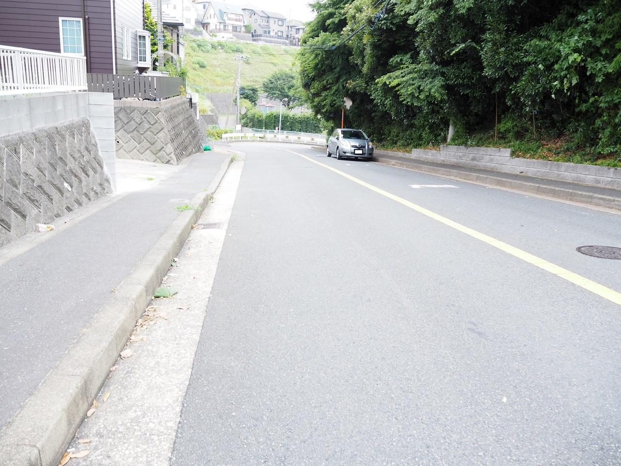 前面道路広々です