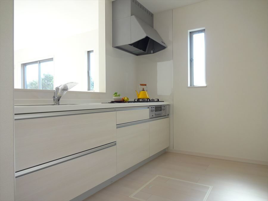 使い勝収納たっぷり♪キッチンパネルはお掃除しやすく使い勝手の良いシステムキッチンです。